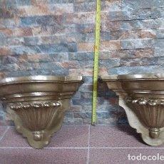 Antigüedades: PAREJA DE MÉNSULAS DE PASTA DE MADERA. Lote 172586402