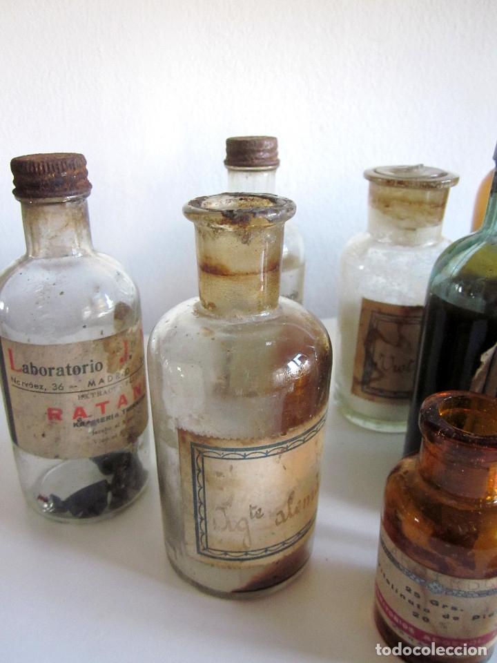 Antigüedades: Excelente lote 17 frascos antiguos cristal farmacia botica y barrita Brull principios siglo XX - Foto 2 - 172614105