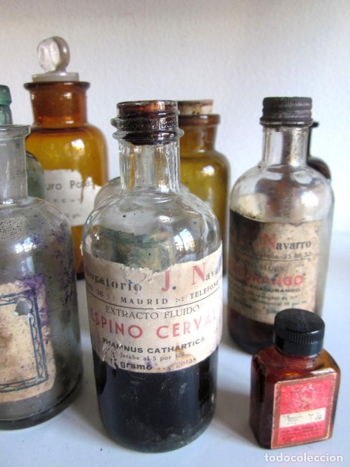 Antigüedades: Excelente lote 17 frascos antiguos cristal farmacia botica y barrita Brull principios siglo XX - Foto 5 - 172614105