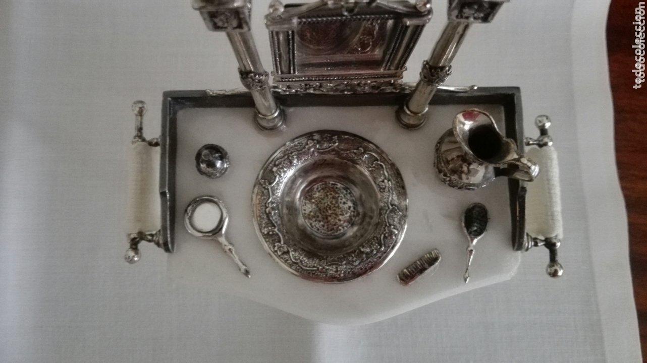 Antigüedades: Miniatura en plata de aguamanil, con bases en marmol, espejo vasculante, y accesorios en plata. - Foto 3 - 172635265