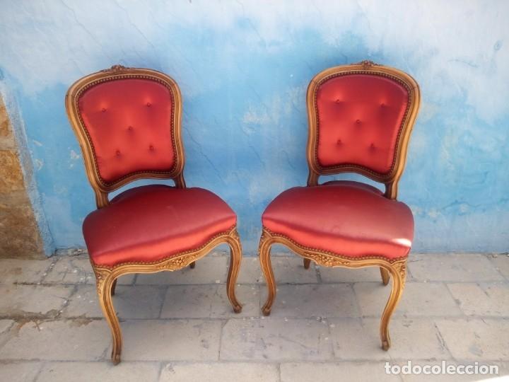 Antigüedades: Antigua pareja de sillas de roble talladas,isabelinas,tapizado de raso rojo ,de muelles,siglo xix - Foto 2 - 172637758