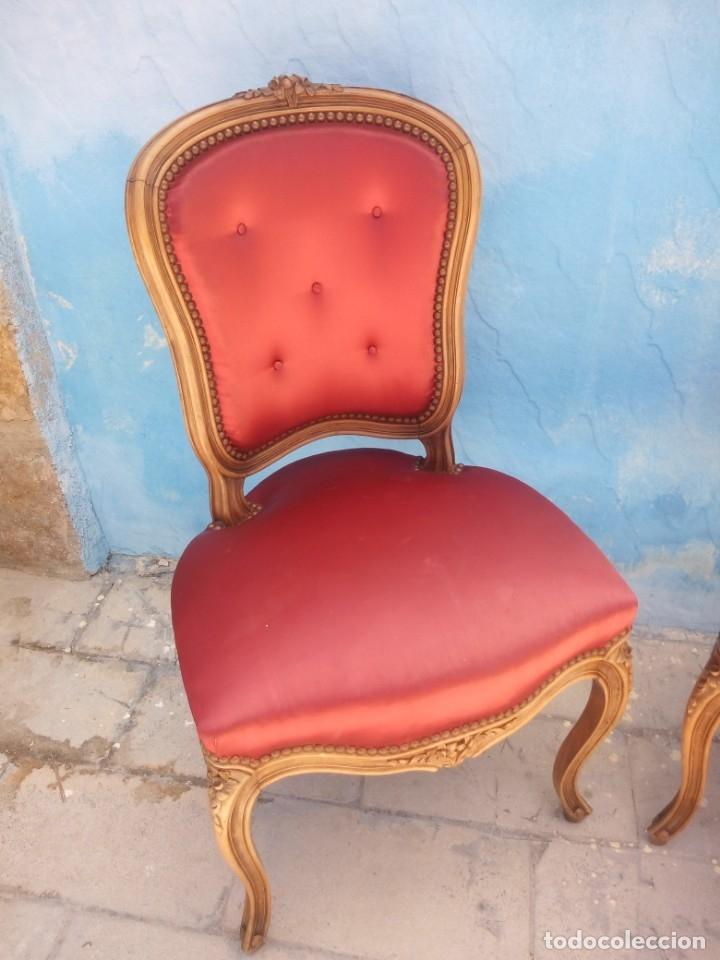 Antigüedades: Antigua pareja de sillas de roble talladas,isabelinas,tapizado de raso rojo ,de muelles,siglo xix - Foto 3 - 172637758