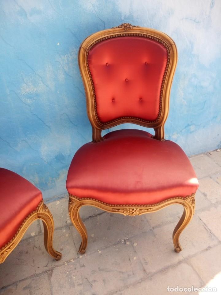 Antigüedades: Antigua pareja de sillas de roble talladas,isabelinas,tapizado de raso rojo ,de muelles,siglo xix - Foto 4 - 172637758