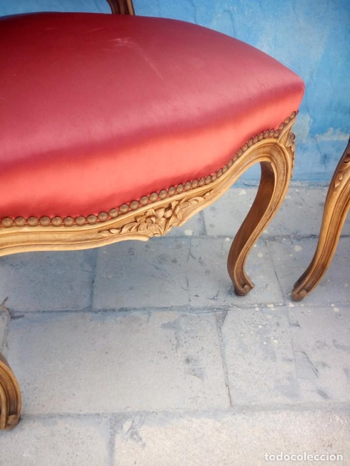 Antigüedades: Antigua pareja de sillas de roble talladas,isabelinas,tapizado de raso rojo ,de muelles,siglo xix - Foto 8 - 172637758