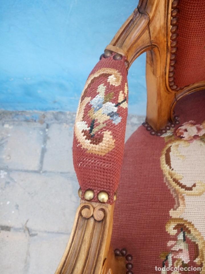 Antigüedades: Antiguo sillon de roble tallado,tapizado bordado a mano,isabelino,de muelles,siglo xix - Foto 7 - 172638064