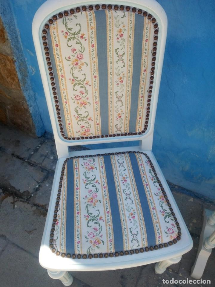 Antigüedades: Precioso conjunto de dormitorio,mesa joyero,2 sillas,taburete y1 cojín.madera blanco y azul.siglo xx - Foto 4 - 172650530