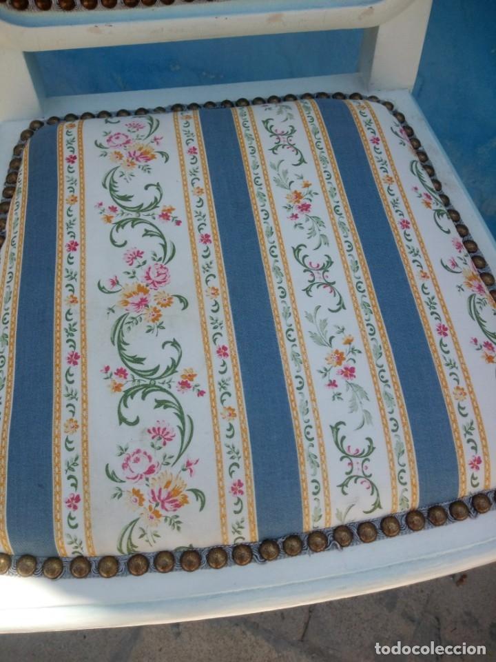 Antigüedades: Precioso conjunto de dormitorio,mesa joyero,2 sillas,taburete y1 cojín.madera blanco y azul.siglo xx - Foto 5 - 172650530