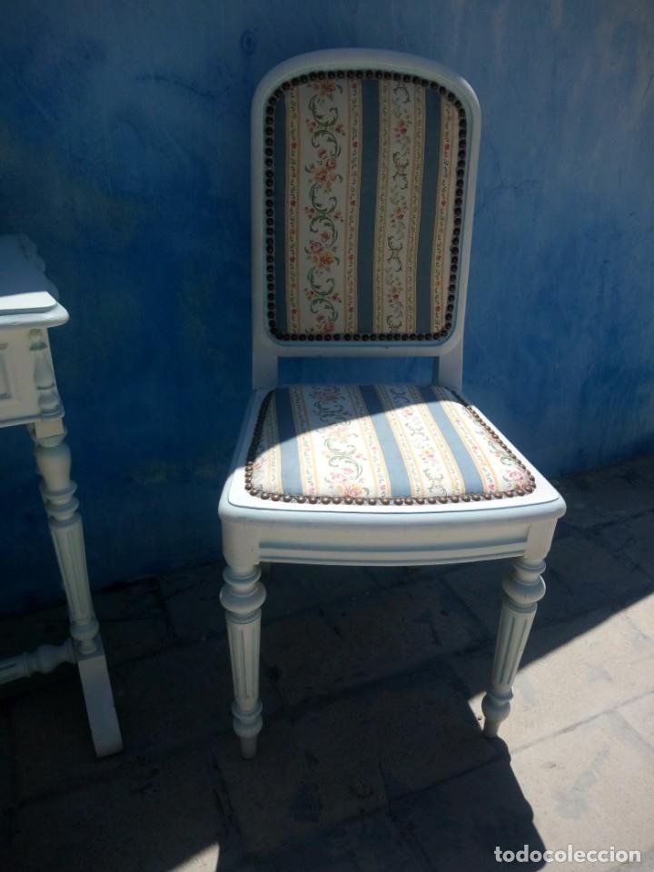 Antigüedades: Precioso conjunto de dormitorio,mesa joyero,2 sillas,taburete y1 cojín.madera blanco y azul.siglo xx - Foto 9 - 172650530