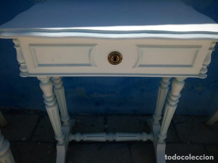 Antigüedades: Precioso conjunto de dormitorio,mesa joyero,2 sillas,taburete y1 cojín.madera blanco y azul.siglo xx - Foto 17 - 172650530