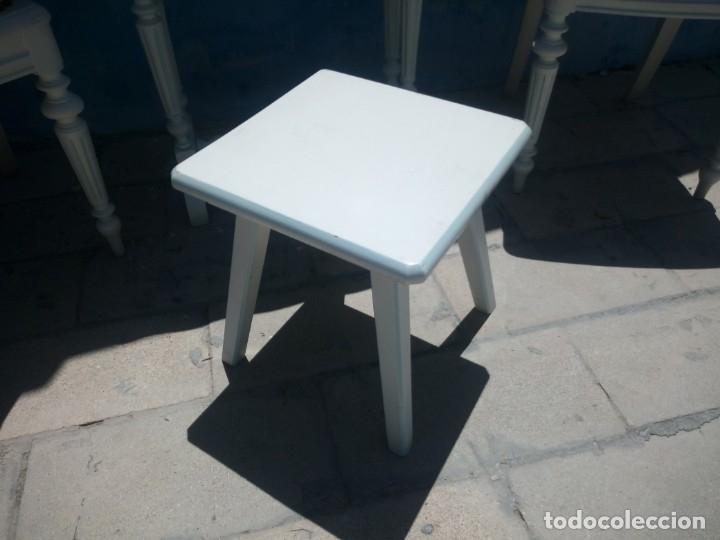 Antigüedades: Precioso conjunto de dormitorio,mesa joyero,2 sillas,taburete y1 cojín.madera blanco y azul.siglo xx - Foto 18 - 172650530