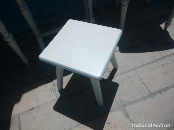 Antigüedades: Precioso conjunto de dormitorio,mesa joyero,2 sillas,taburete y1 cojín.madera blanco y azul.siglo xx - Foto 19 - 172650530