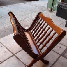 Antigüedades: REVISTERO MADERA. Lote 172650893