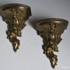 Antigüedades: PAREJA DE ANTIGUAS MÉNSULAS DE BRONCE O LATÓN - REPISAS. Lote 172658760