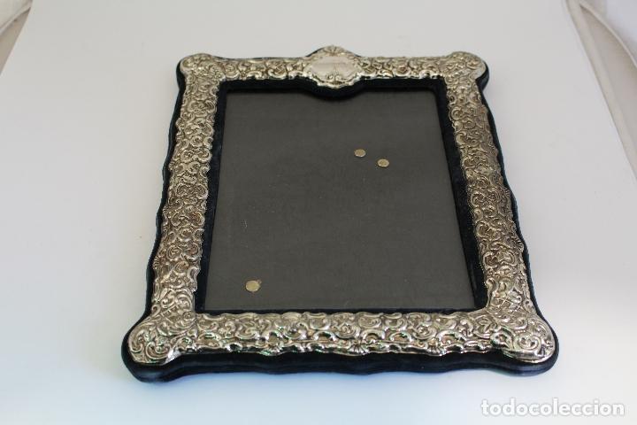 Antigüedades: portafotos antiguo en metal plateado - Foto 2 - 172669319