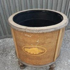 Antigüedades: MACETERO EN MADERA. Lote 172674269