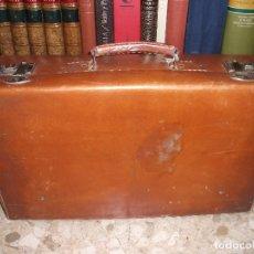 Antigüedades: MALETA ANTIGUA DE PIEL VINTAGE. Lote 172677723