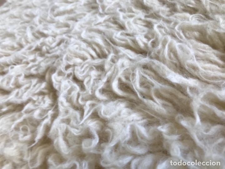 Antigüedades: gran alfombra lana pura rizada solida tejida detras en telar preciosa comoda impecable es antigua - Foto 8 - 172683619