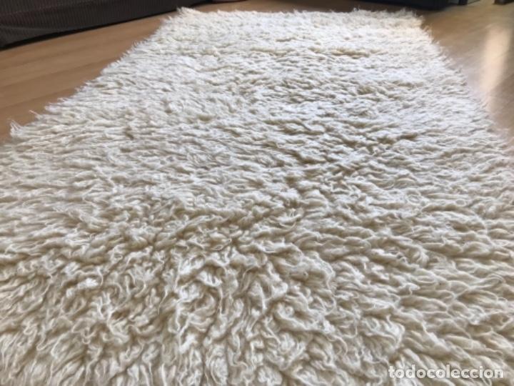 Antigüedades: gran alfombra lana pura rizada solida tejida detras en telar preciosa comoda impecable es antigua - Foto 12 - 172683619