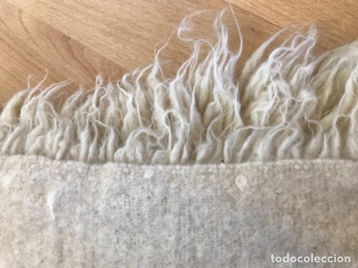 Antigüedades: gran alfombra lana pura rizada solida tejida detras en telar preciosa comoda impecable es antigua - Foto 19 - 172683619
