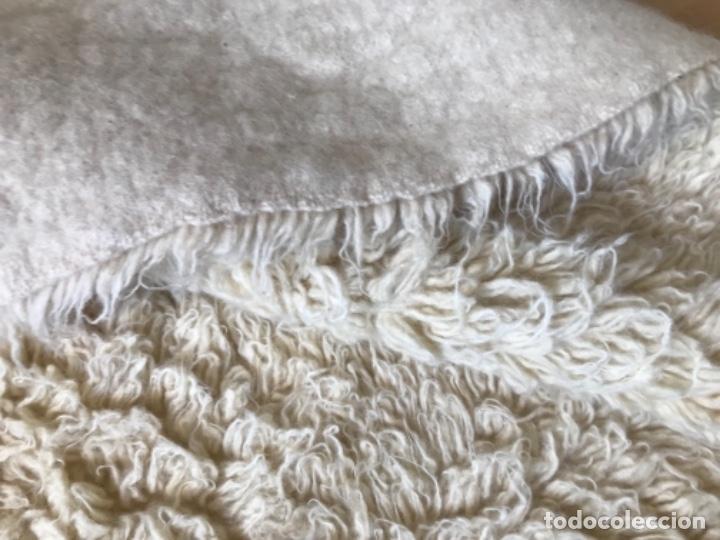 Antigüedades: gran alfombra lana pura rizada solida tejida detras en telar preciosa comoda impecable es antigua - Foto 20 - 172683619