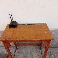 Antigüedades: PUPITRE ANTIGUO DE MADERA. Lote 172699125