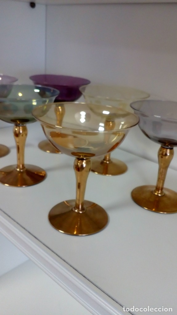 Antigüedades: Precioso juego de 6 copas de cristal antiguo de colores y oro - Foto 6 - 172700912