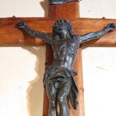 Antigüedades: CRUZ DE MADERA CRUCIFIJO CRISTO DEPOSE ETIQUETA J.JACQUEMOUD GENEVE INICIOS SIGLO XX. Lote 172744673