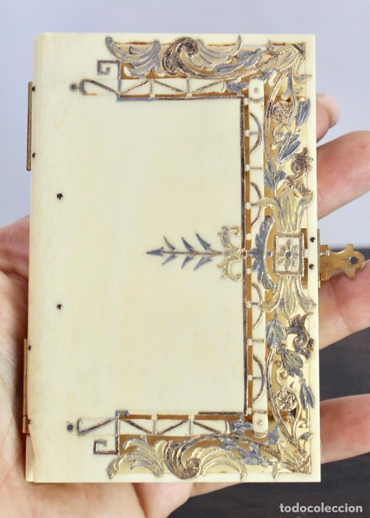 ELEGANTE CARNET DE BAILE EN MARFIL Y ORO - S XIX, 11 X 7 CM (Antigüedades - Moda y Complementos - Mujer)