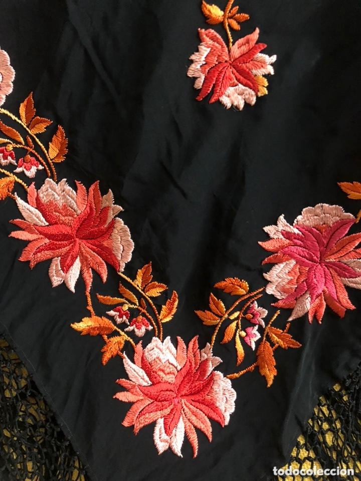 Antigüedades: Antiguo mantón de crespón de seda - Foto 2 - 172761720