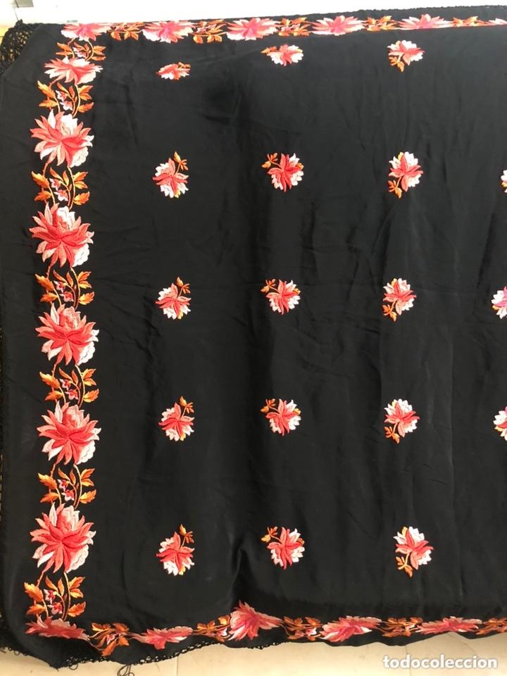 Antigüedades: Antiguo mantón de crespón de seda - Foto 3 - 172761720