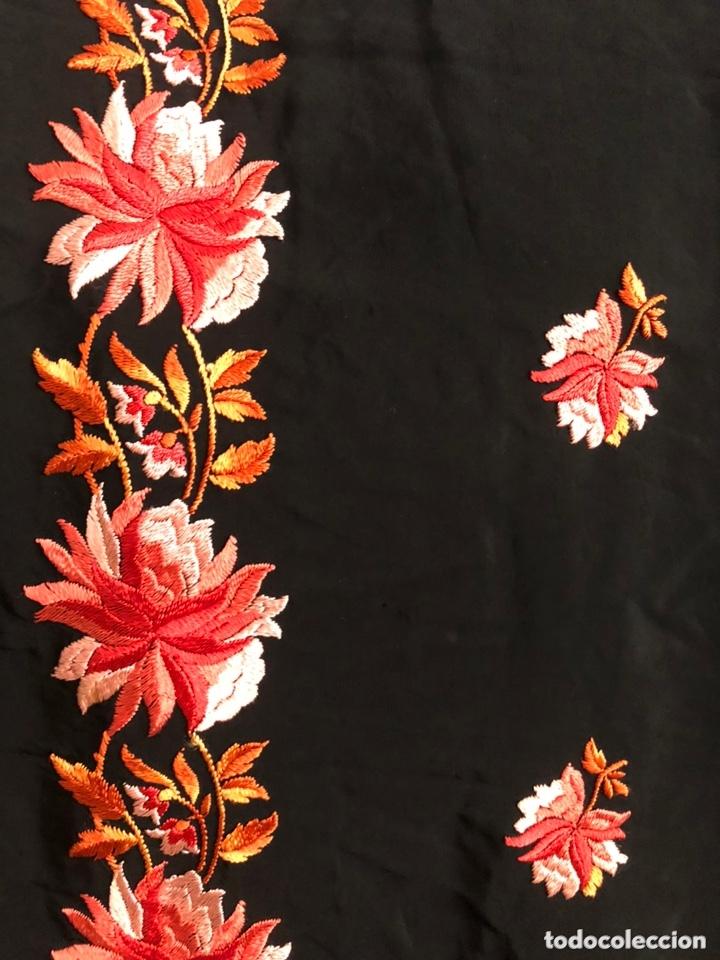 Antigüedades: Antiguo mantón de crespón de seda - Foto 4 - 172761720