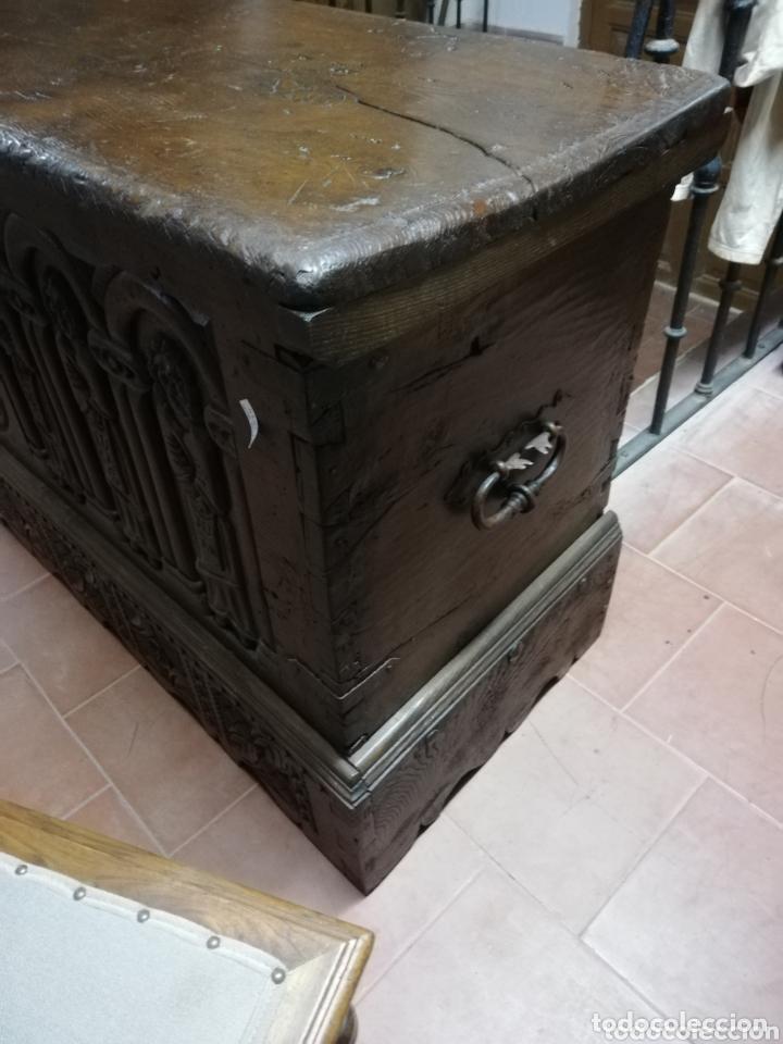 Antigüedades: Arca tallada apóstoles - Foto 7 - 172765715