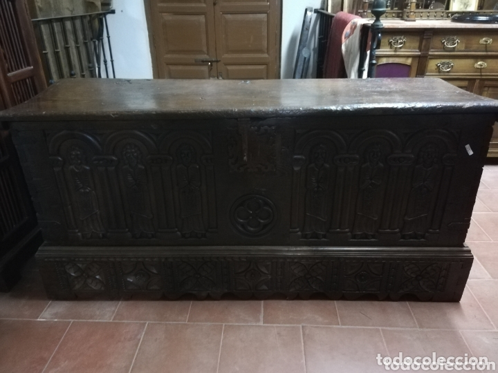 ARCA TALLADA APÓSTOLES (Antigüedades - Muebles Antiguos - Baúles Antiguos)