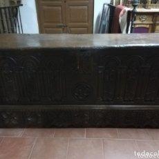 Antigüedades: ARCA TALLADA APÓSTOLES. Lote 172765715