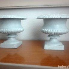 Antigüedades: PAREJA DE COPAS TIPO MEDICI. HIERRO COLADO. Lote 172641360