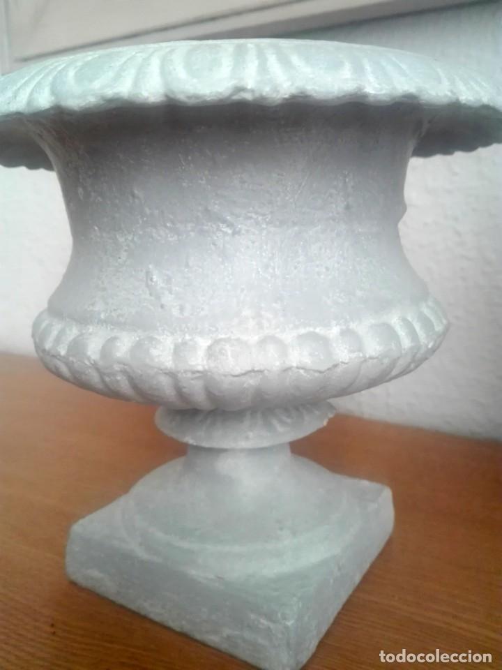 Antigüedades: Pareja de copas tipo Medici. Hierro colado - Foto 12 - 172641360