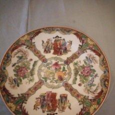 Antigüedades: PRECIOSO PLATO DE PORCELANA CHINA,PINTADO A MANO IMPERADORES, FABRICADO EN MACAU.. Lote 172778039