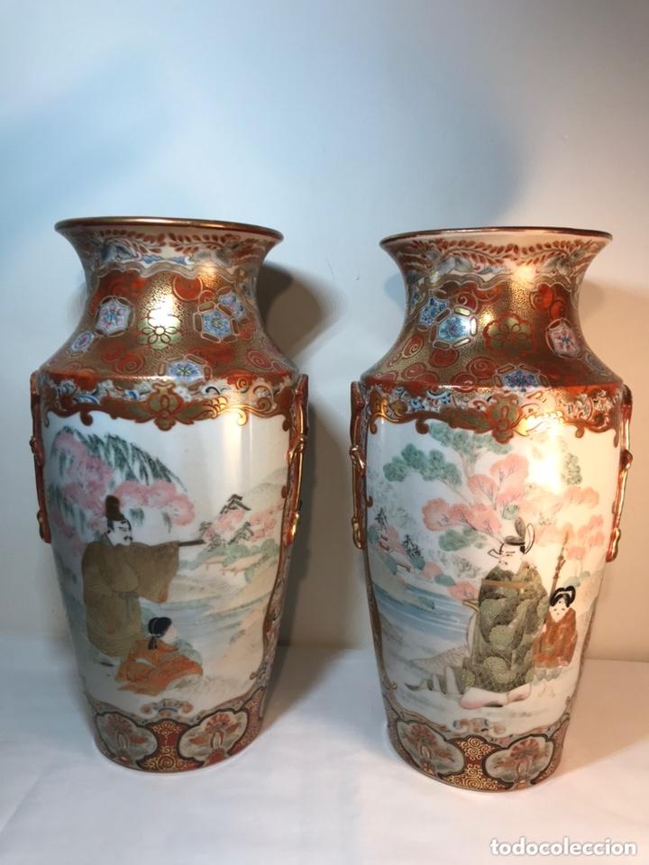 2 JARRONES PORCELANA- JAPÓN- KUTANI- 33 CM (Antigüedades - Porcelanas y Cerámicas - China)