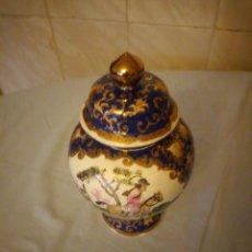 Antigüedades: PRECIOSO TIBOR CON TAPA DE PORCELANA JAPONESA PINTADO A MANO,MOTIVO CAZA MAYOR.SELLADO.. Lote 172779782