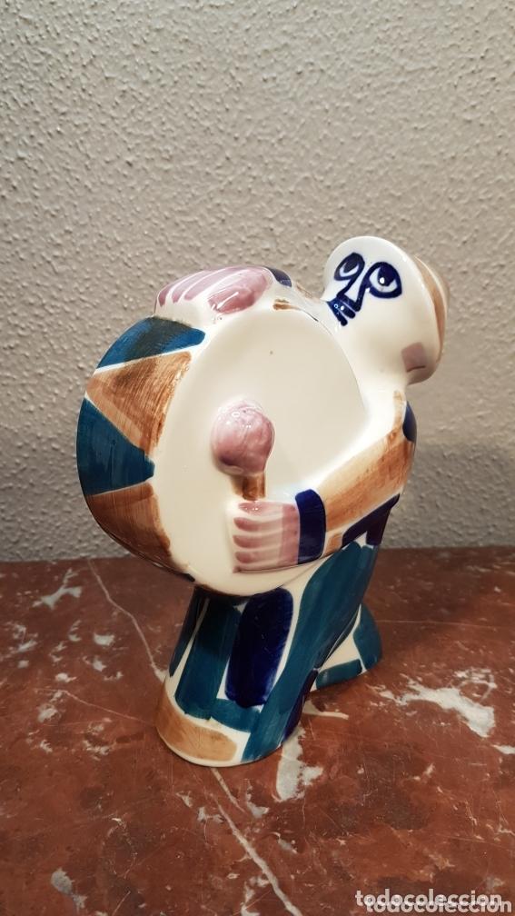 Antigüedades: Hombre con bombo cerámica Sargadelos. Medidas 15,5 cm largo x 16 cm alto. - Foto 2 - 172794965
