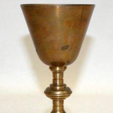 Antigüedades: CALIZ REALIZADO EN METAL DE PRINCIPIOS DEL SIGLO XX. INSCRIPCION EN LA BASE DE PIO BAJO (PAMPLONA). Lote 172810214