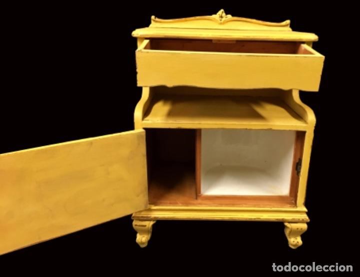 Antigüedades: Antiguas mesillas,pintadas en amarillo Annie sloan,preciosas - Foto 2 - 172831014