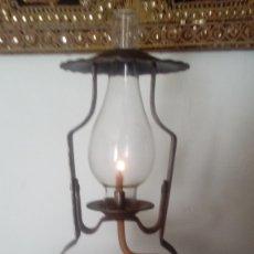 Antigüedades: ANTIGUO QUINQUE DE HIERRO DE FORJA CON REMACHES , HECHO A MANO CON VELA ENROLLADA DEL SIGLO XIX .. Lote 172886877