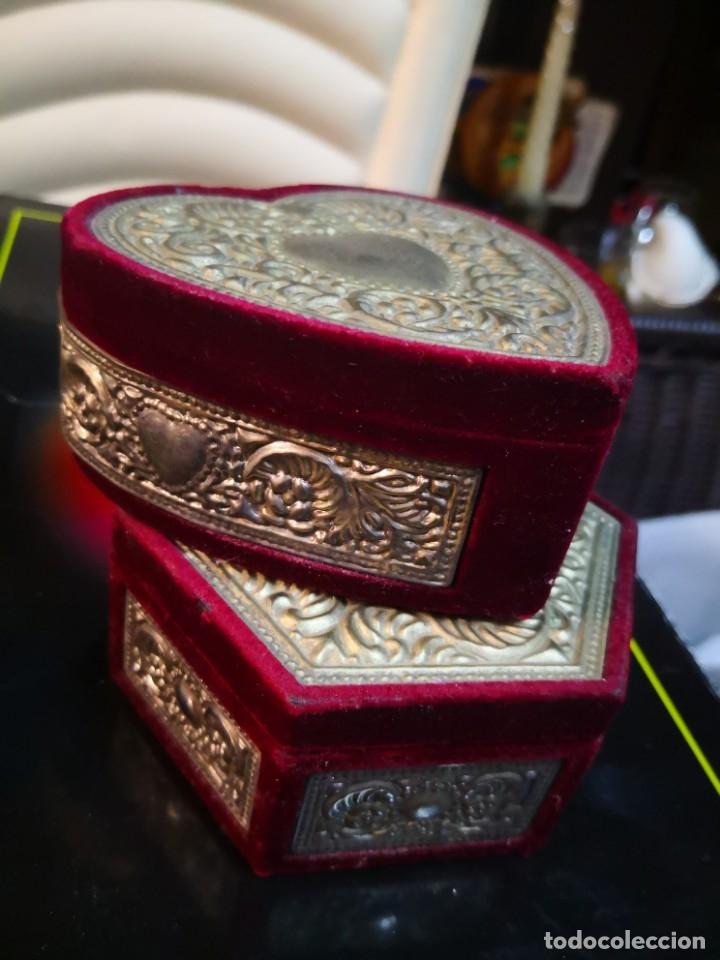 Antigüedades: 2 bonitos joyeros de terciopelo y metal 10x10x4,5 aproximadamente - Foto 3 - 172913733