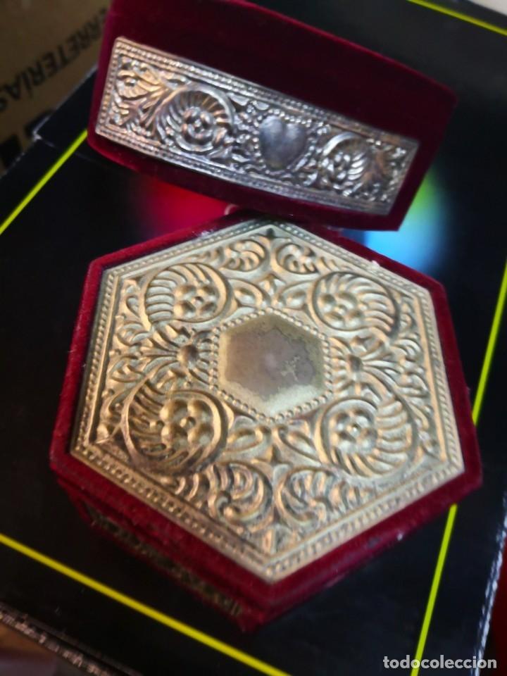 Antigüedades: 2 bonitos joyeros de terciopelo y metal 10x10x4,5 aproximadamente - Foto 4 - 172913733