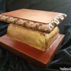 Antigüedades: PEANA DE MADERA TALLADA Y DORADA EN ORO FINO, S. XVII.. Lote 41314798