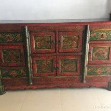 Antigüedades: FANTASTICO MUEBLE APARADOR CHINO ORIENTAL REALIZADO A MANO EN MADERA MACIZA - MEDIDA 157X90X56 CM. Lote 173000377
