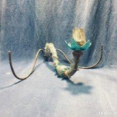 Antigüedades: APLIQUE LAMPARA HIERRO VIDRIO SOPLADO MURANO COLOR AZUL ROSA S XVIII TRES LUCES 19X34X40CMS. Lote 173013184