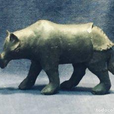 Antigüedades: RINOCERONTE TALLADO EN MADERA POLICROMADA S XVIII JUGUETE DIORAMA 10,5X18X5CMS. Lote 173014669