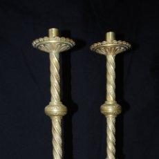 Antigüedades: PAREJA DE CANDELABROS ECLESIASTICOS . NEOGÓTICOS.. Lote 173037209